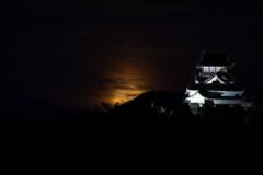 月と犬山城