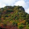 秋の矢祭山とあゆのつり橋