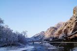 朝日を浴びる雪の矢祭山