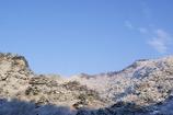 朝日に照らされる雪の矢祭山