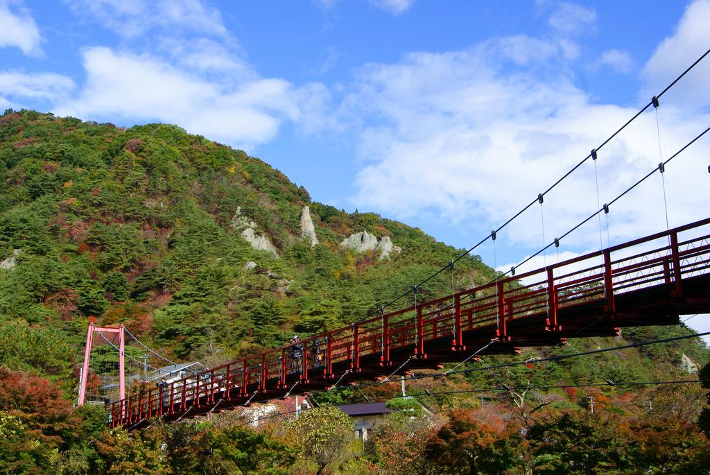 あゆのつり橋と秋の矢祭山と超新塾(風)のひとたち