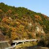 晩秋の藤衣岩と久慈川の流れ
