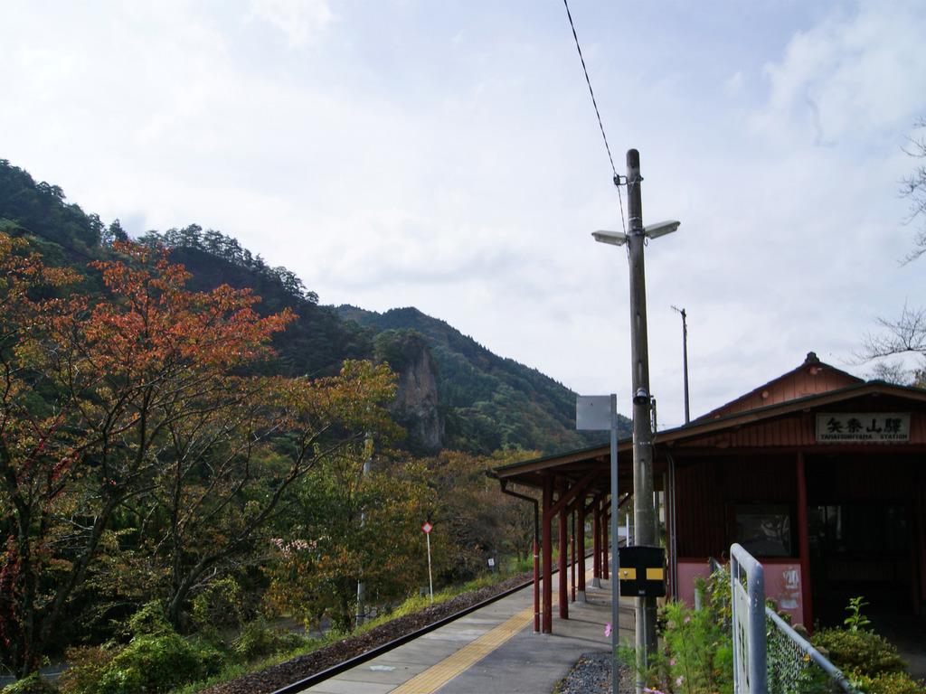 秋の矢祭山駅と乙女ヶ越