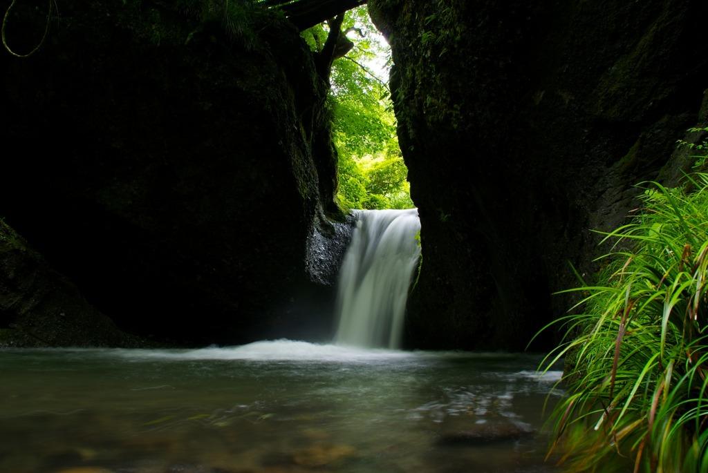 初夏の吉野平の不動滝