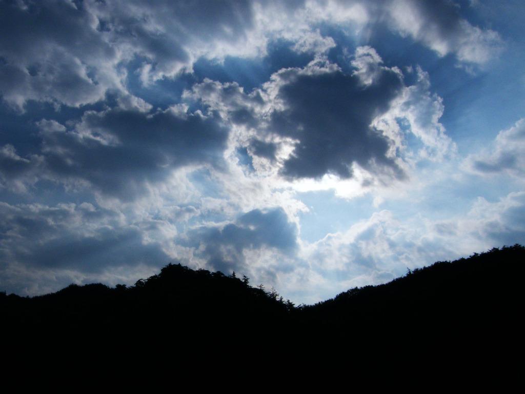 神々しい?禍々しい?雲