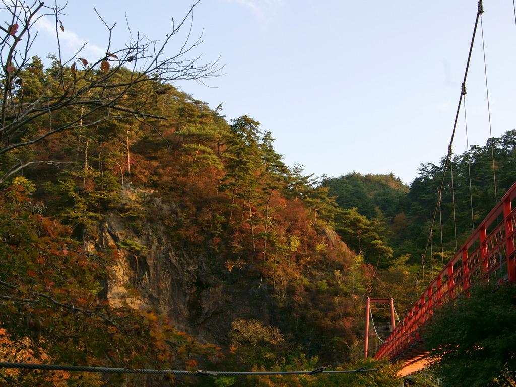 あゆのつり橋周辺の紅葉