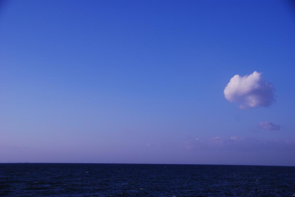 ぽっかり浮かんだ雲