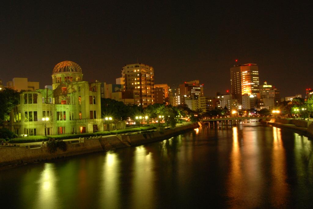 原爆ドームと夜景