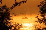 朝靄のワカサギ漁