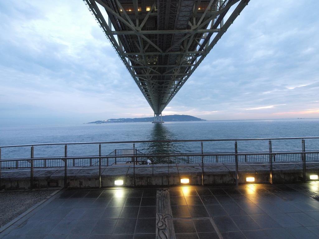 明石海峡大橋 下