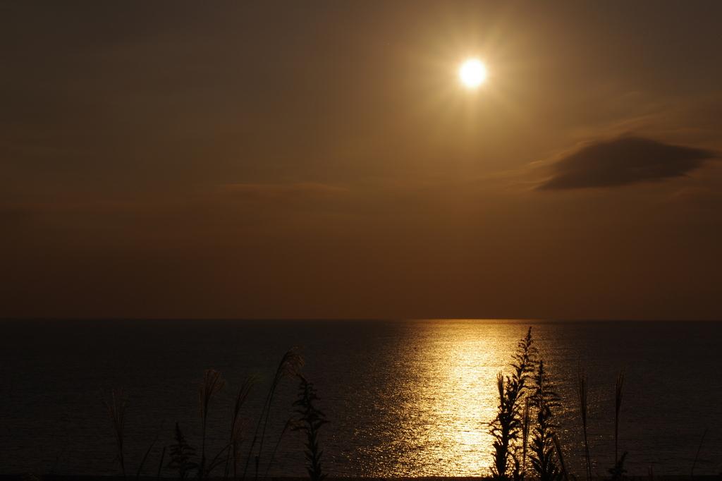 夕暮れと海
