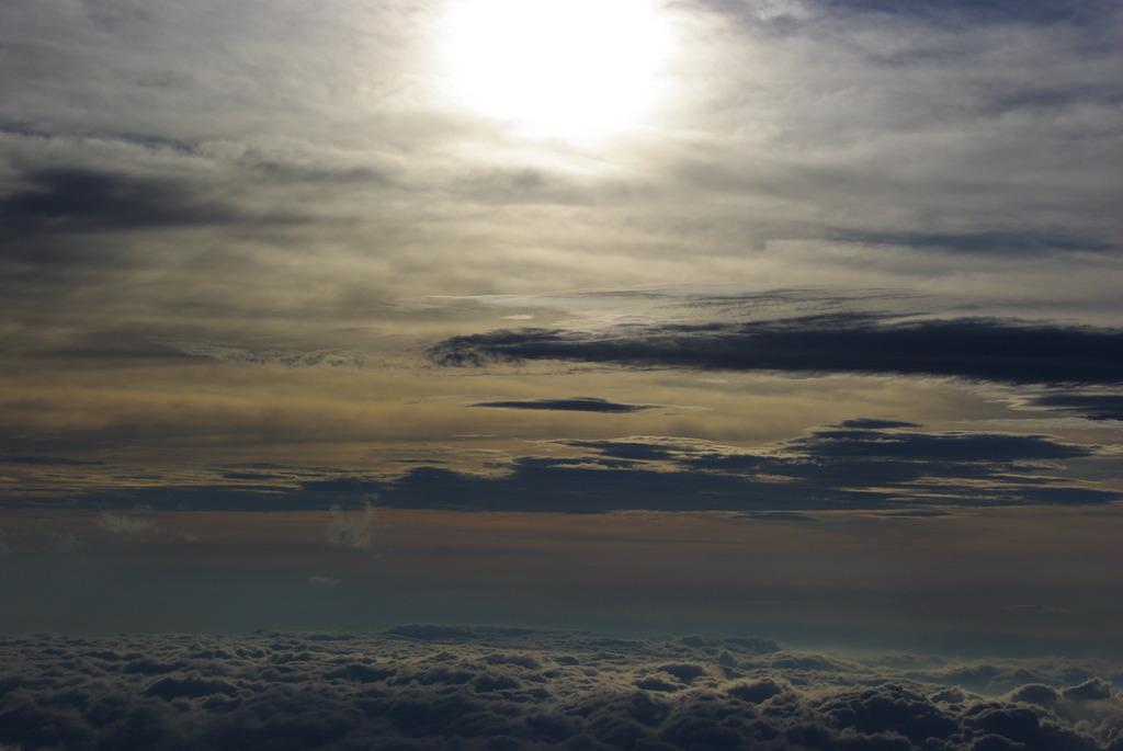 雲照らす太陽