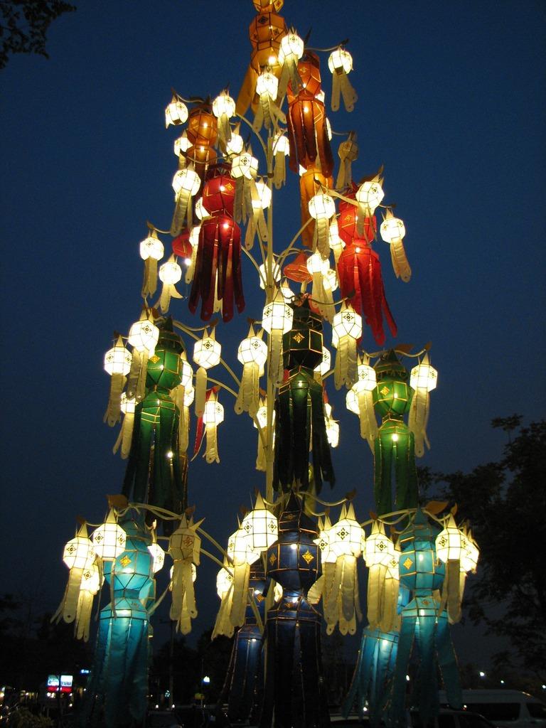 チェンマイの灯篭祭り