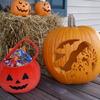 Pumpkin Carving(カボチャの彫り抜き)