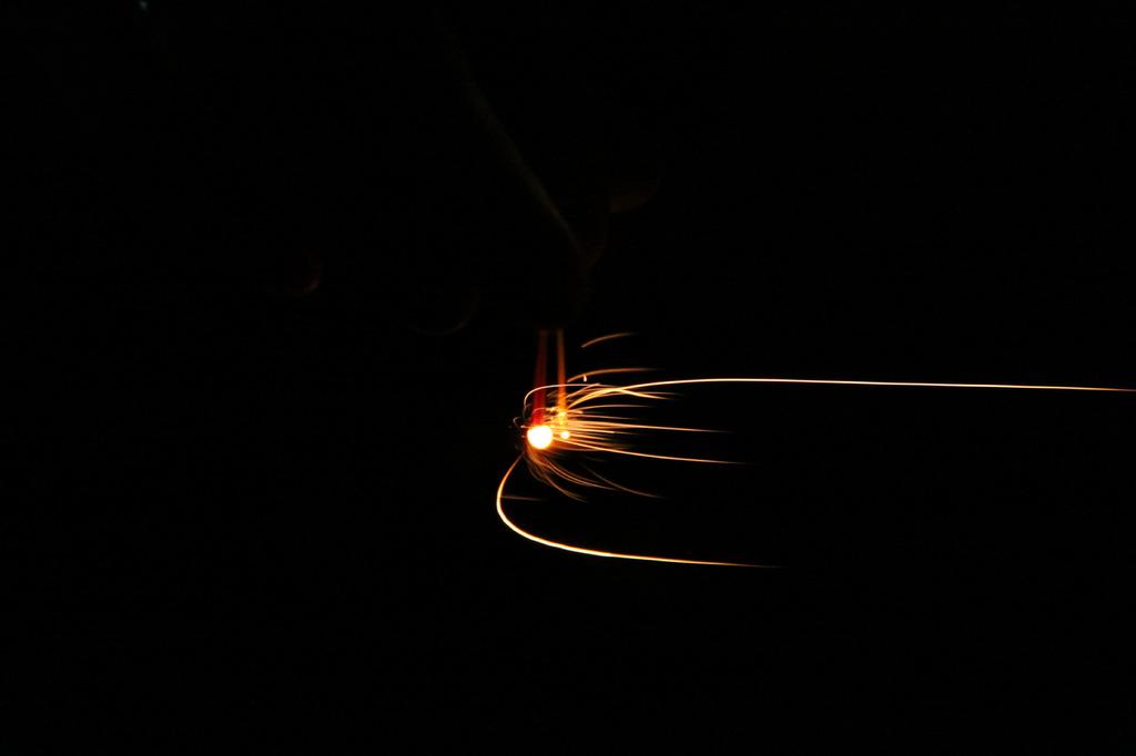 線香花火、風強し