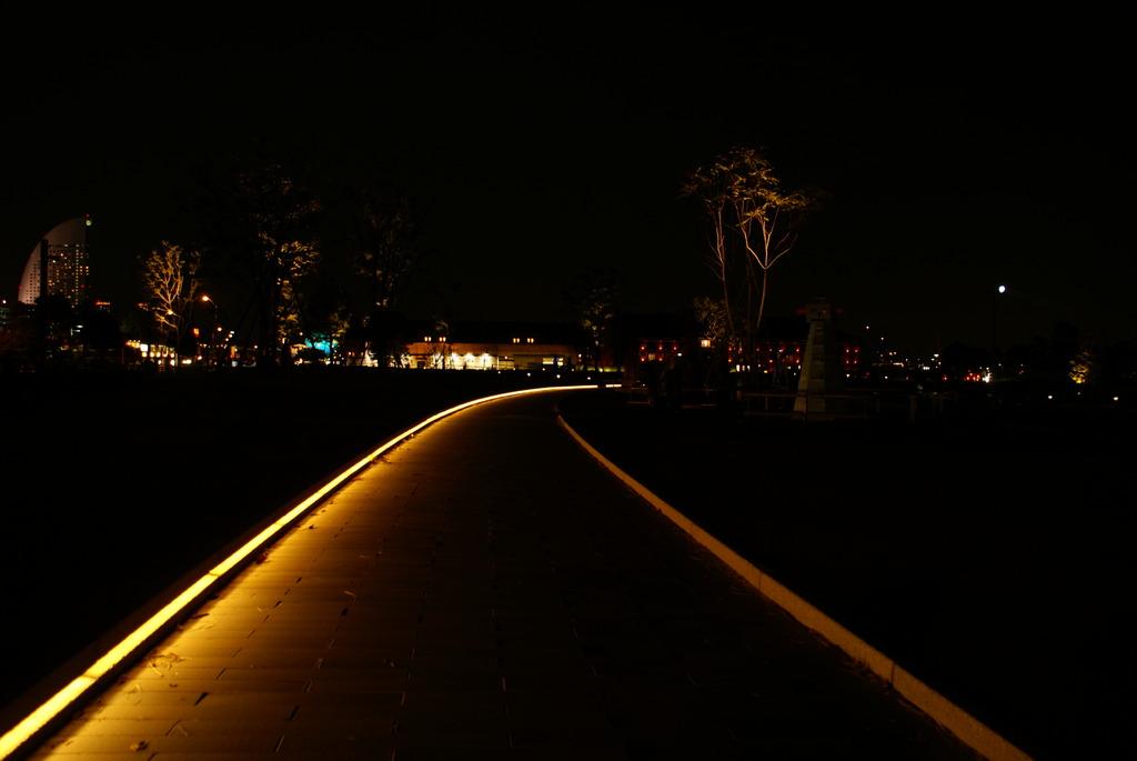 暗闇の中の光路