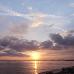 OLYMPUS E-3で撮影した(二条の飛行機雲)の写真(画像)