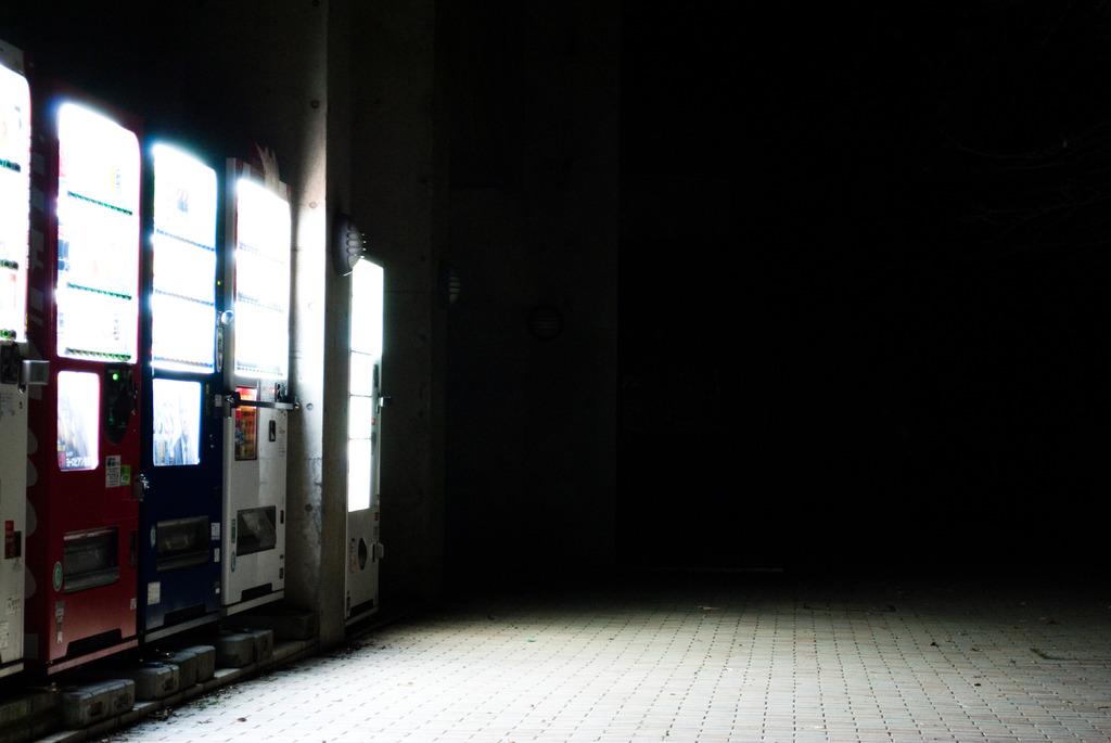 くたびれた自販機
