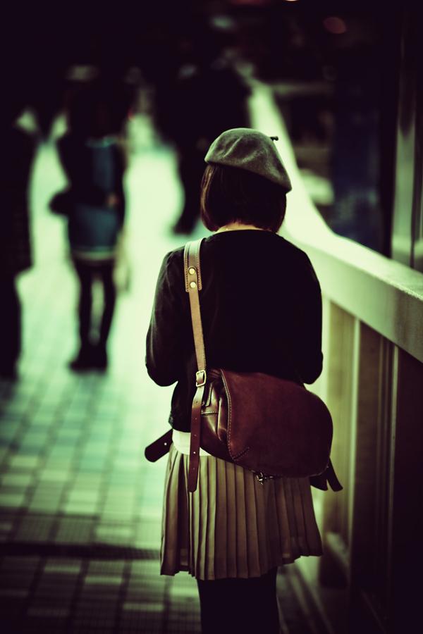 ベレー帽と赤い鞄