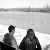 湖を眺めながら