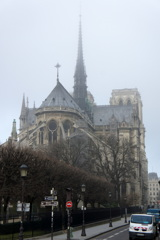 朝霧のノートルダム大聖堂