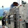輸送艦 おおすみ LCAC 2102 車両甲板にて