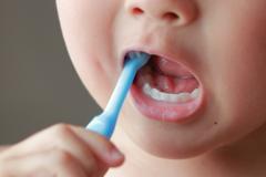 上の歯を磨きたい
