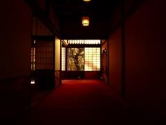 赤い絨毯の廊下