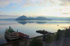 朝の洞爺湖畔