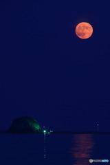 帽子岩と満月