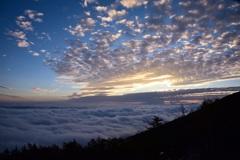 富士山からの雲海と夕日