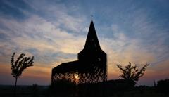 夕陽に浮かぶ、透ける教会(その3)