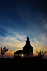 夕陽に浮かぶ、透ける教会(その2)