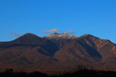 ようやく八ヶ岳に雪