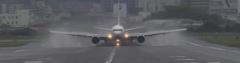 雨の伊丹空港4