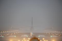 雨の伊丹空港2