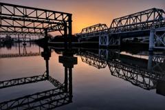 工業地帯 運河の夜明け