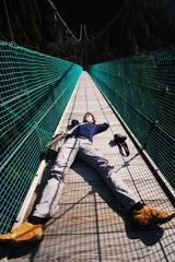 吊り橋で揺られてついつい眠っちゃった人
