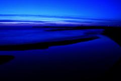 横たわる川