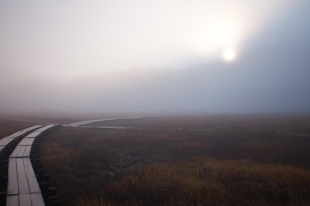 朝霧の尾瀬ヶ原(日の出)