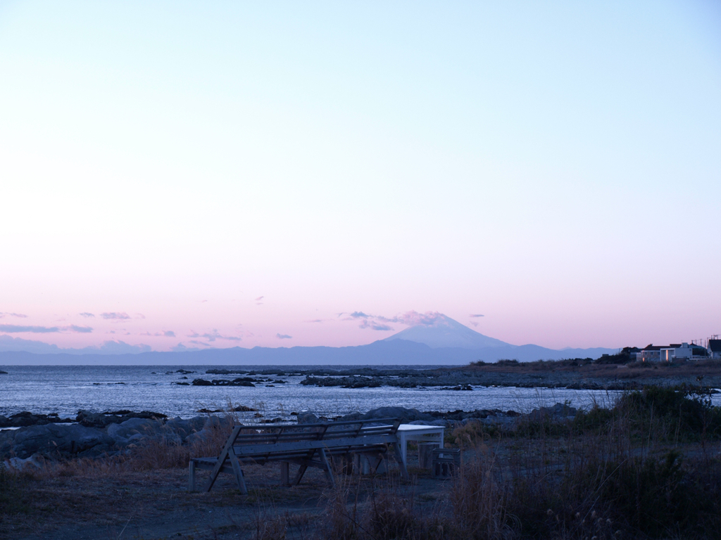 千葉の先より富士を望みて