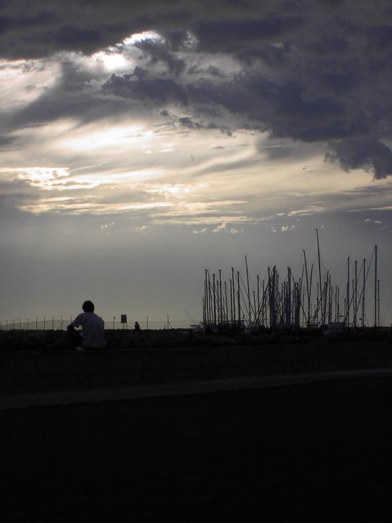 静かな嵐と男