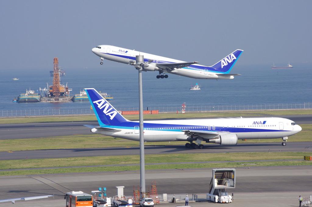 ANA 2機