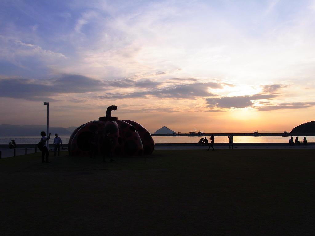 直島:本村港