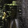 噴出す地下水を止める鉄板