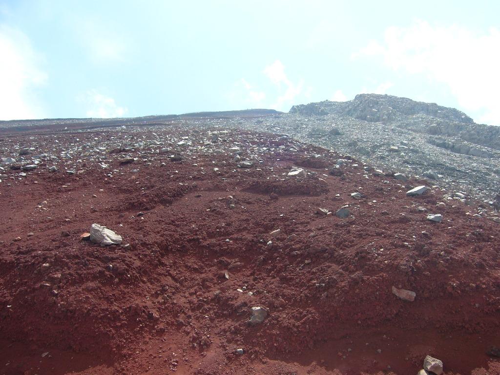 富士の赤土