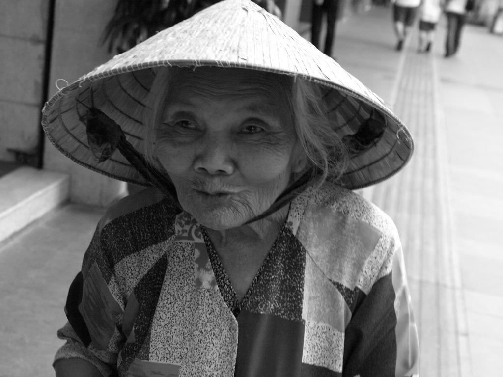 タバコ売りの老婆