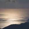 朝日に照らされる海