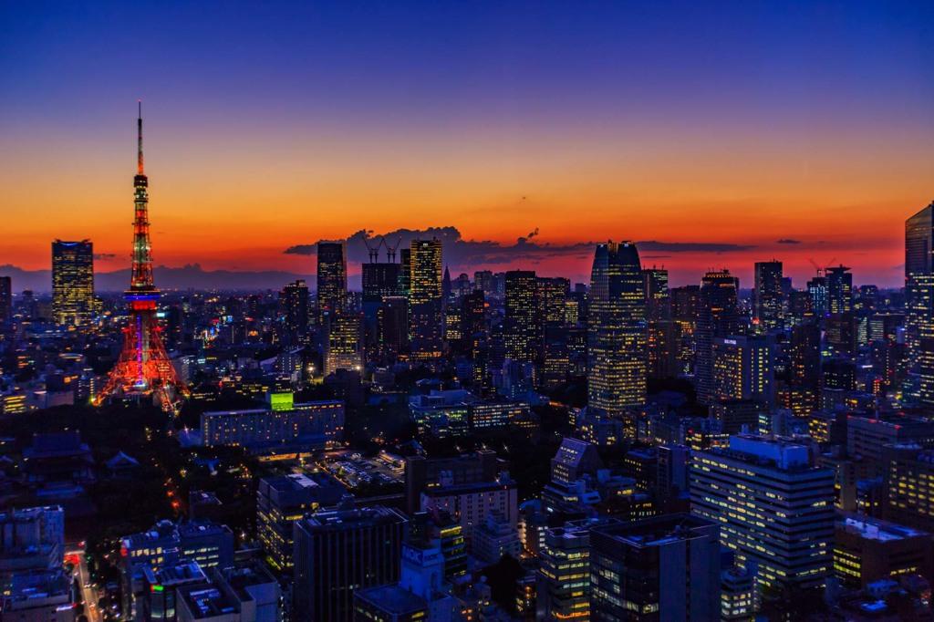 夕陽と夜景の境目