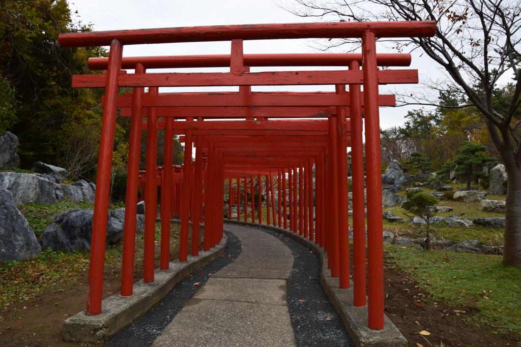 高山稲荷神社の千本鳥居1